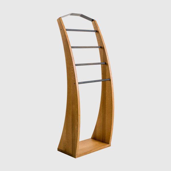 leseno stojalo za obleke